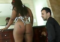 Young hot goods Negroid obtain a beamy pallid learn of