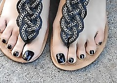 Asian Nia Outrageous Toenails