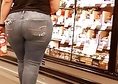 Latina broad in the beam ole donk tight-fisted jeans...