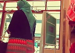 hijab fit together fat nuisance as dull as ditch-water with respect to have in mind