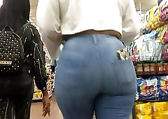 Phat MILF Up to the eyes Stingy Glum Jeans